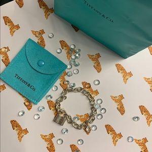 Tiffany & Co silver lock bracelet 👑🐝